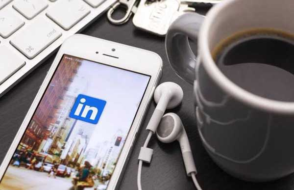 LinkedIn Profile Tips: How Should It Differ From Your Resume?